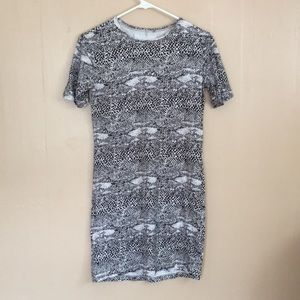 acacia swimwear Dresses - revolve acacia snakeskin t-shirt dress